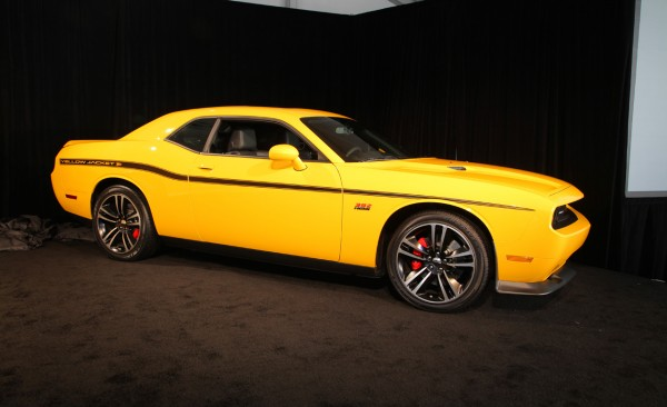 Us Motors Dodge Challenger Srt8 Yellow Jacket