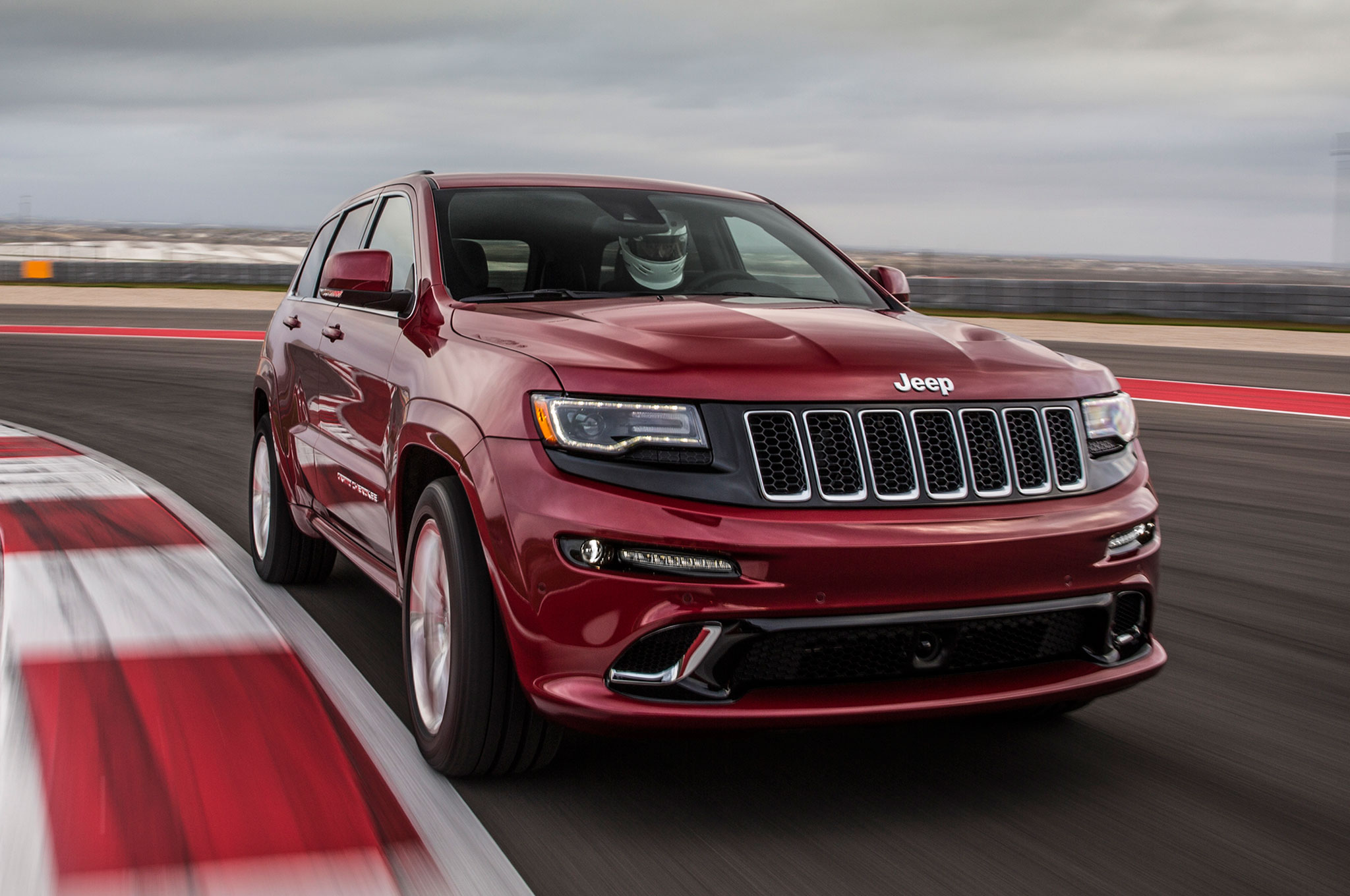 2014-Jeep-Grand-Cherokee-SRT8-front-three-quarter-motion-track